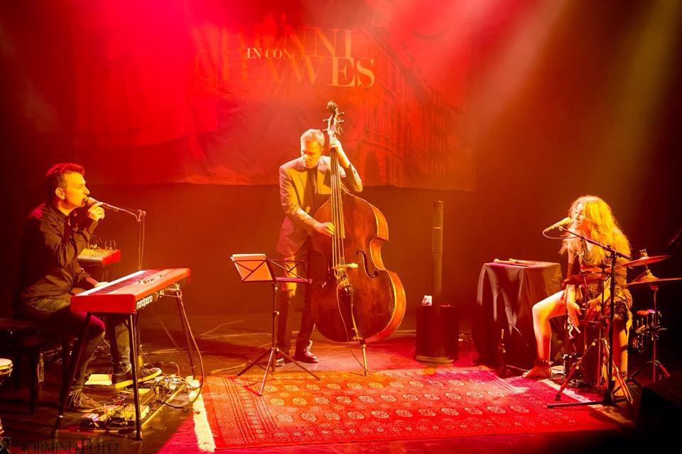 Playing cajon for singer songwriter Benni Chawes in Copenhagen